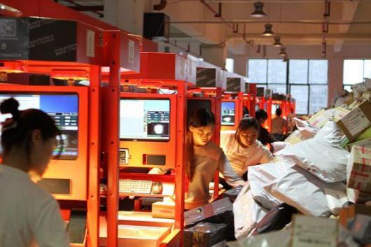 辛通集团首创世界智能分拣机器人:高科技赋能传统快递行
